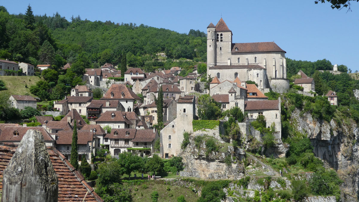 https://www.noct-enbulle.fr/wp-content/uploads/2017/10/alentour-st-cirq-lapopie-village-noct-enbulle-hotel.jpg